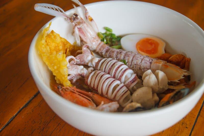 Sopa do marisco de Otal - Tom Yum Goong, alimento tailandês do estilo fotografia de stock