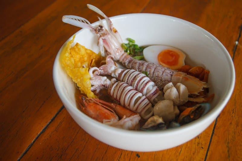 Sopa do marisco de Otal - Tom Yum Goong, alimento tailandês do estilo imagem de stock royalty free