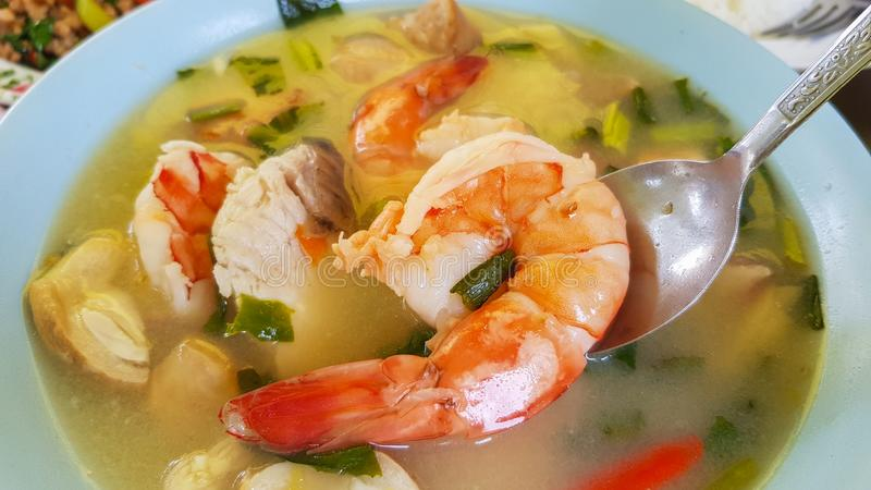 Sopa do marisco de Tom yum, alimento tailandês delicioso fotografia de stock