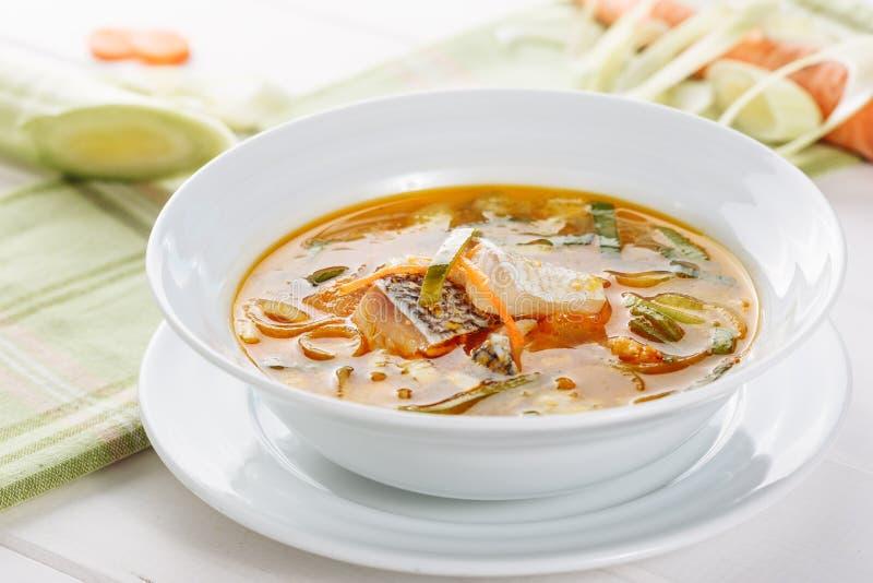 Sopa do marisco dos peixes brancos com Herb Bowl Side View imagens de stock