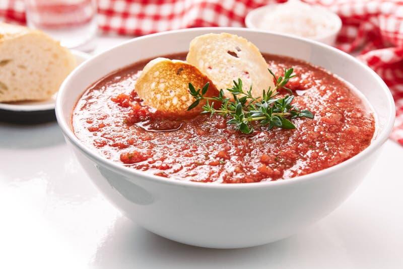 Sopa do tomate do verão fotos de stock