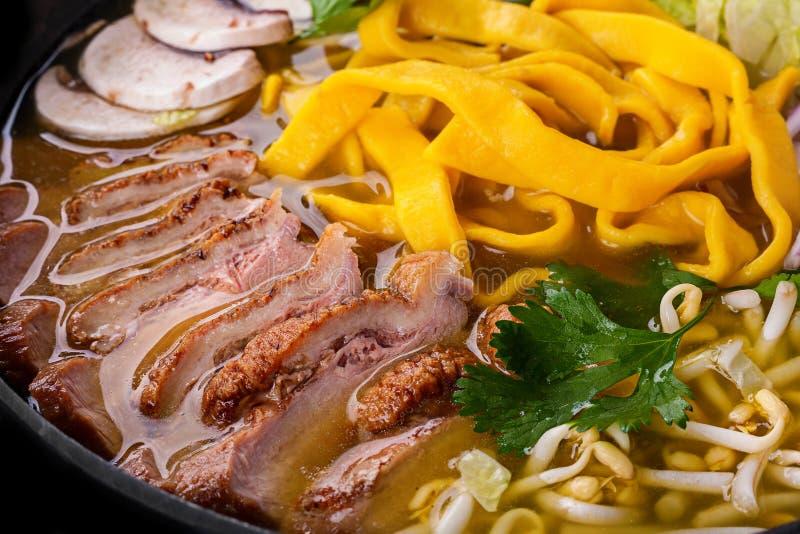 Sopa dos Ramen com carne do pato foto de stock royalty free
