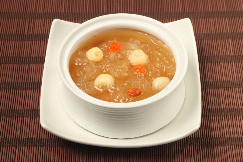 Sopa dulce de las semillas del hongo blanco y del loto foto de archivo