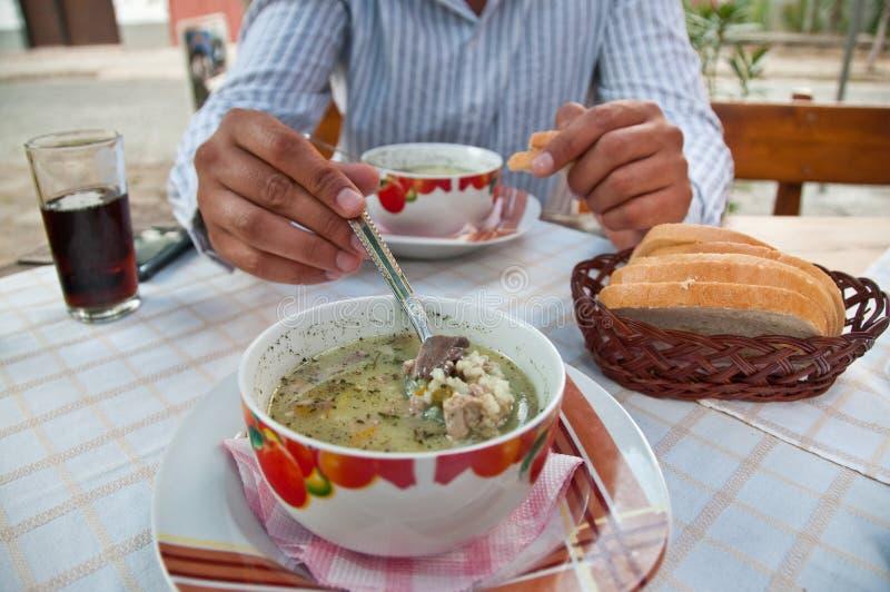 Sopa e cesta do pão foto de stock royalty free