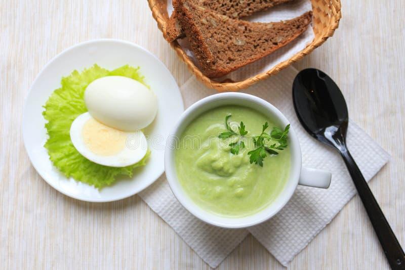 Sopa e ovos de creme imagem de stock