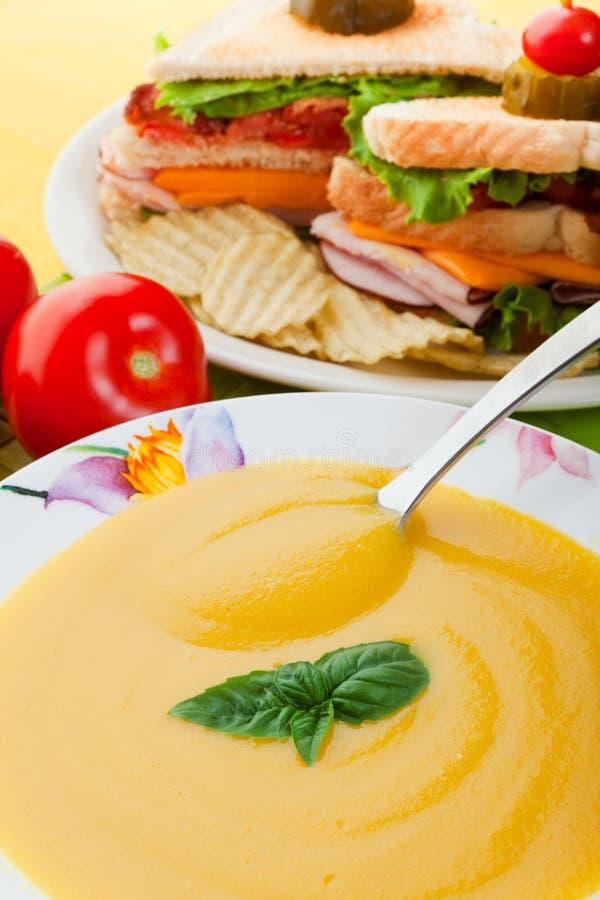 Sopa e sanduíche amarelos fotos de stock royalty free