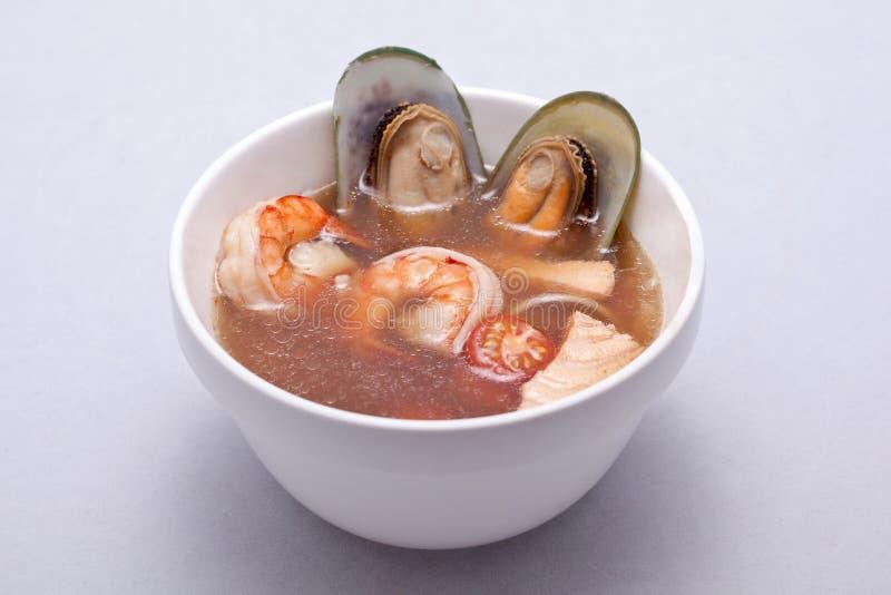 Sopa fresca con los camarones imagen de archivo libre de regalías