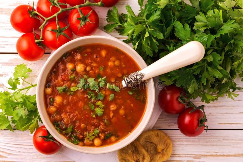 Sopa Harira com figos Alimento da ramadã Culinária judaica tradicional imagens de stock