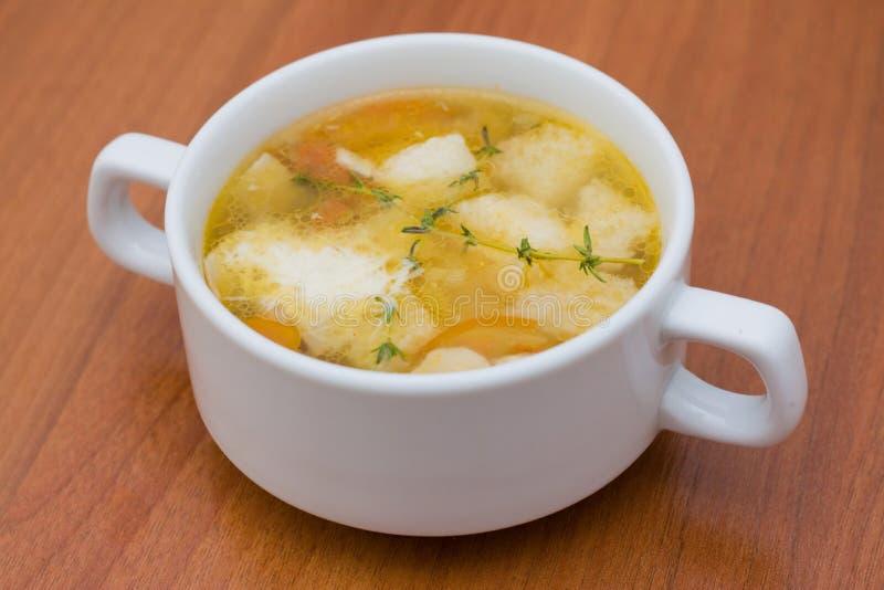Sopa italiana con los champiñones y el queso imagen de archivo libre de regalías