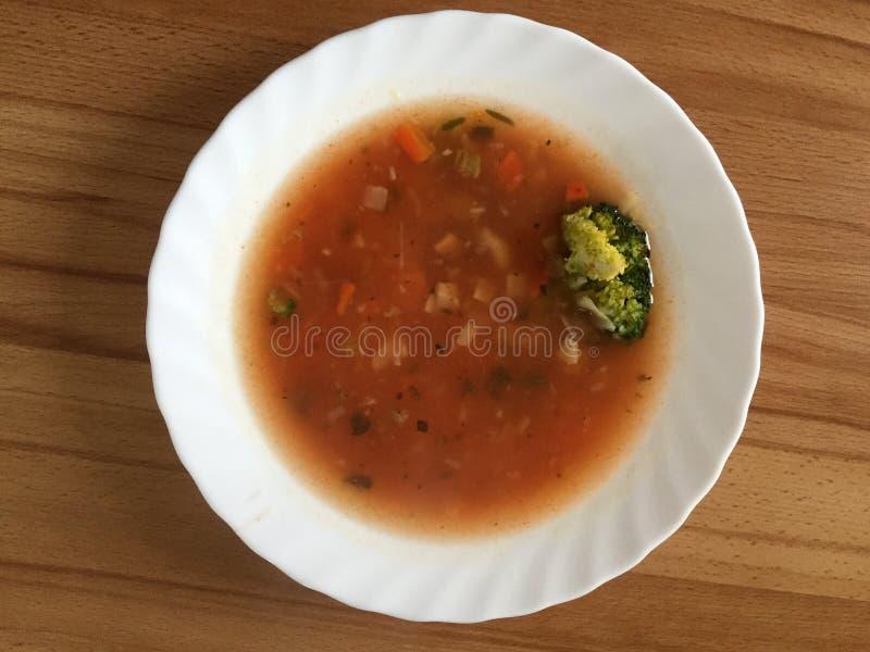 Sopa italiana do minestrone na placa branca fotografia de stock royalty free