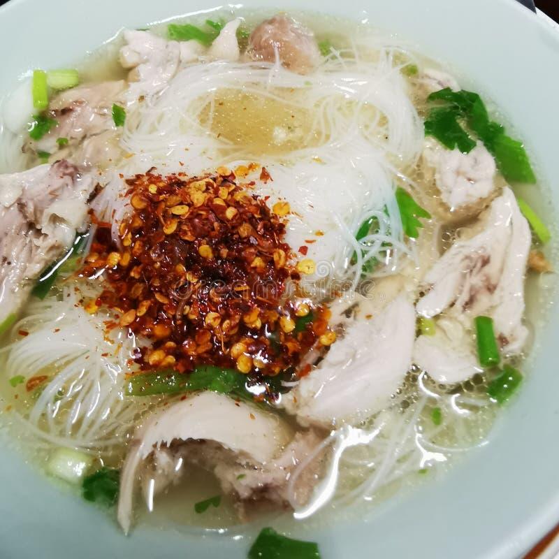 Sopa limpa de macarrão chinesa de porco foto de stock royalty free