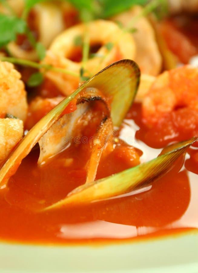 Sopa mediterrânea do marisco foto de stock royalty free