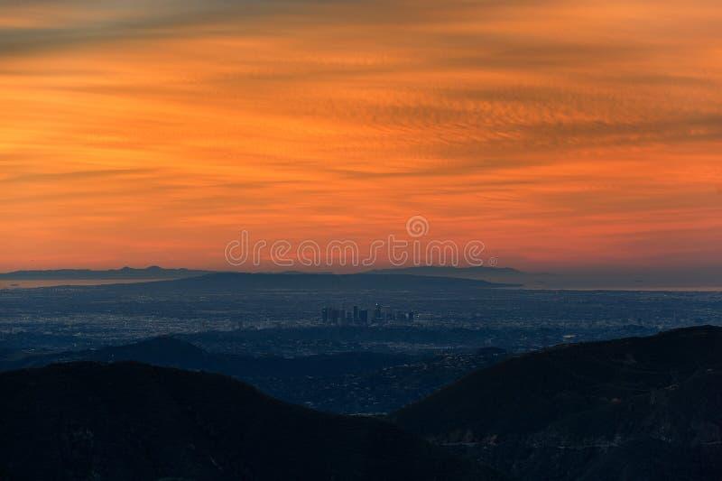 Sopa panorama av Los Angeles-area på soluppgång royaltyfri bild