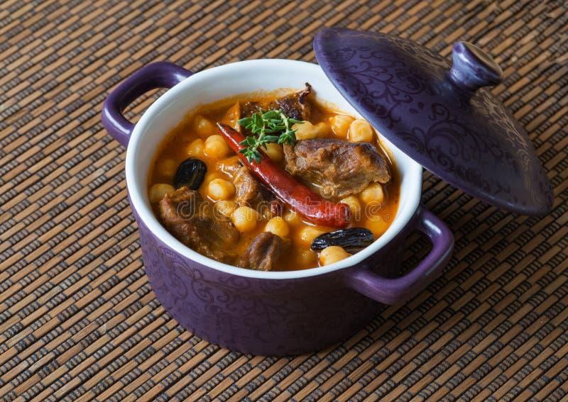 Sopa picante del cordero con los garbanzos Comida marroquí fotos de archivo libres de regalías