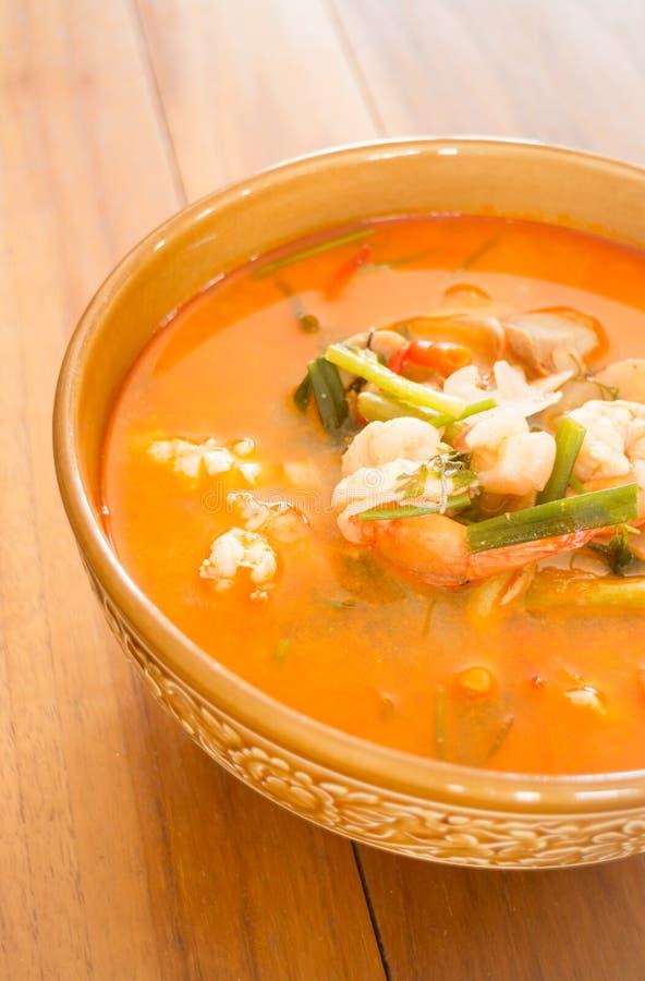 Sopa picante tailandesa de los mariscos de Tom Yum Kung fotos de archivo libres de regalías