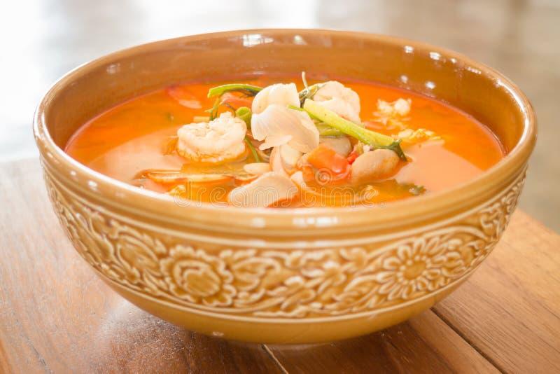 Sopa picante tailandesa de los mariscos de Tom Yum Kung foto de archivo libre de regalías