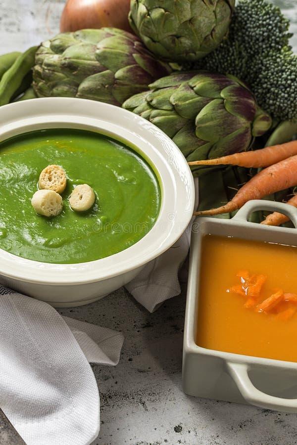 Sopa poner crema vegetal verde fotografía de archivo