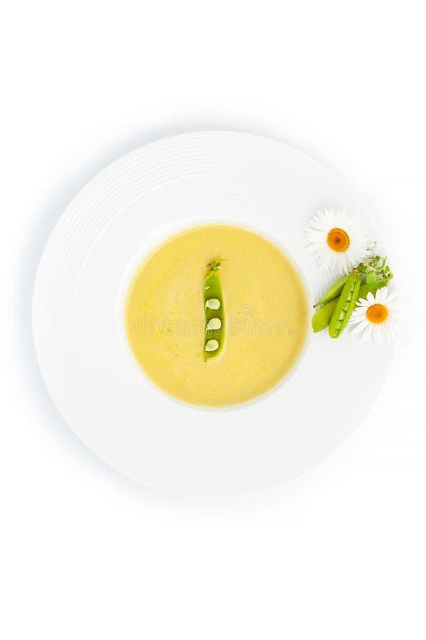 Sopa poner crema verde de un pote joven, servido con los palillos del guisante y el ch imágenes de archivo libres de regalías