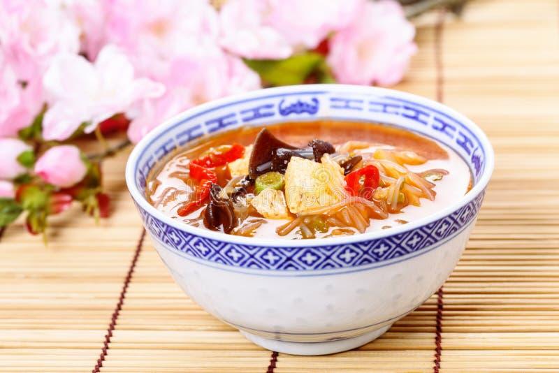 Sopa quente e ácida chinesa imagens de stock