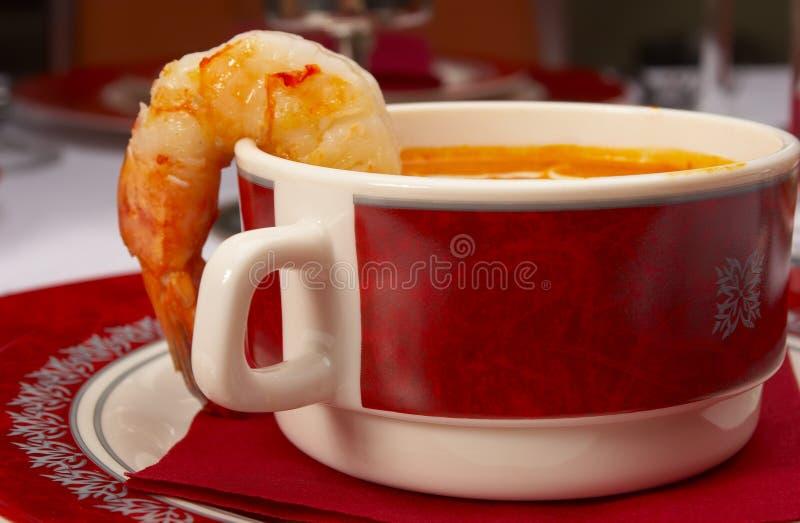 Sopa sabrosa en un vector en el restaurante imagenes de archivo