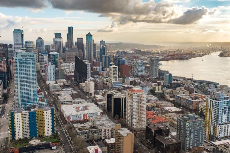 Sopa sikten av den Seattle horisonten från den beskåda plattformen på utrymmevisaren royaltyfri fotografi