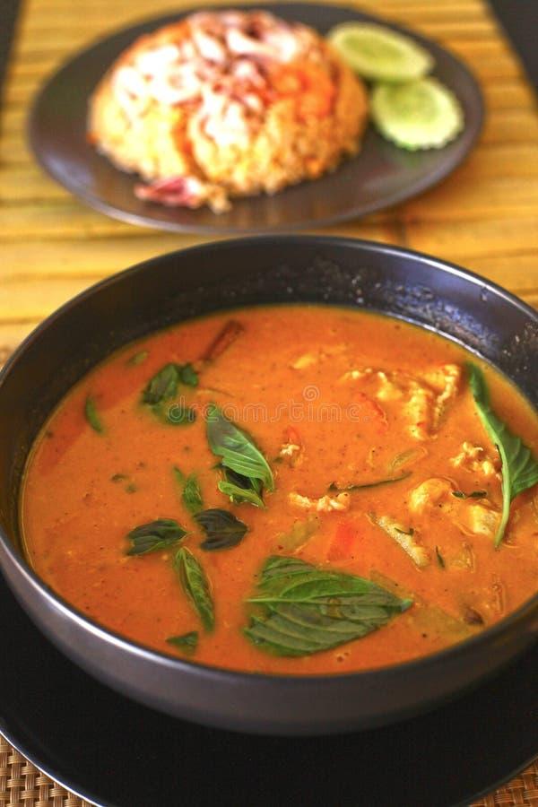 Sopa tailandesa asiática do caril vermelho com galinha fotos de stock royalty free