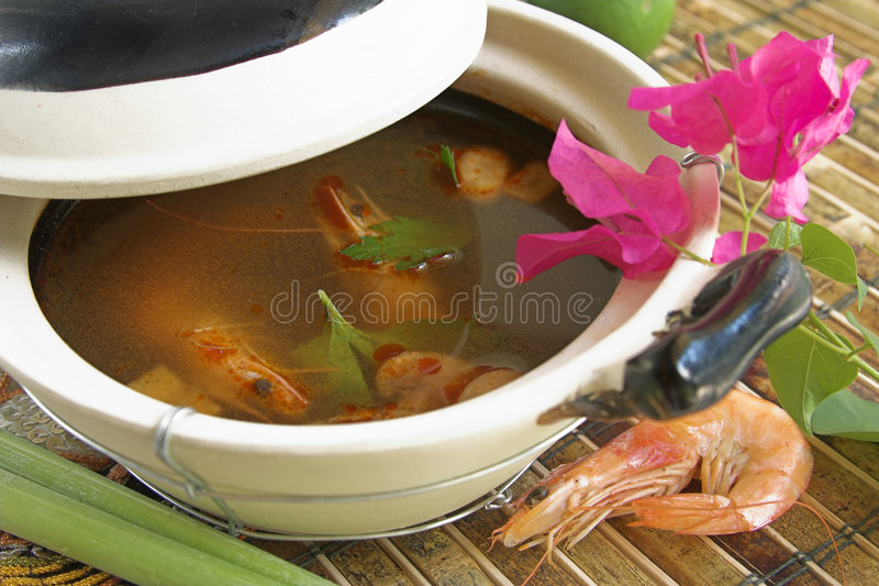 Sopa tailandesa de Tom Yum fotografia de stock