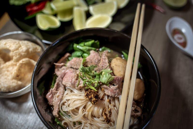 Sopa tailandesa do sangue do macarronete do estilo, macarronete do barco, prato delicioso, sopa de macarronete tailandesa famosa foto de stock royalty free