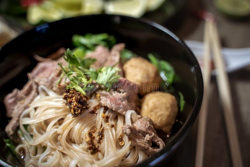 Sopa tailandesa do sangue do macarronete do estilo, macarronete do barco, prato delicioso, sopa de macarronete tailandesa famosa imagens de stock royalty free