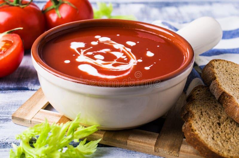 Sopa tradicional do tomate imagem de stock royalty free