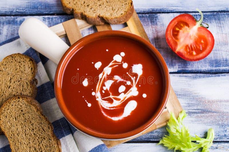 Sopa tradicional do tomate foto de stock