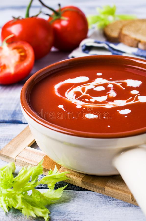 Sopa tradicional do tomate imagens de stock
