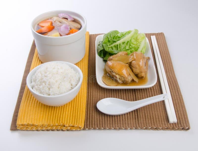 Sopa vegetal, conjunto del arroz blanco del ANG del pollo del guisado foto de archivo