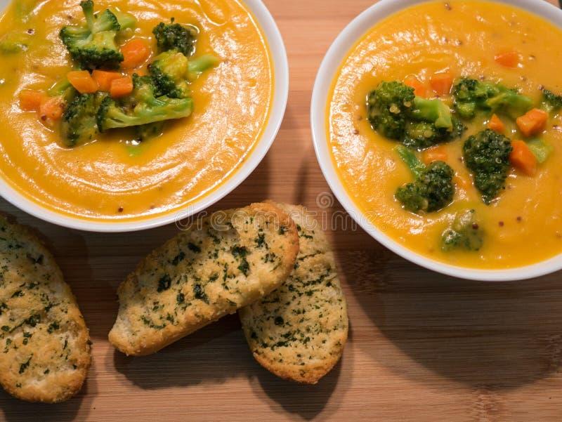 Sopa vegetal cremosa fresca caseiro deliciosa foto de stock royalty free