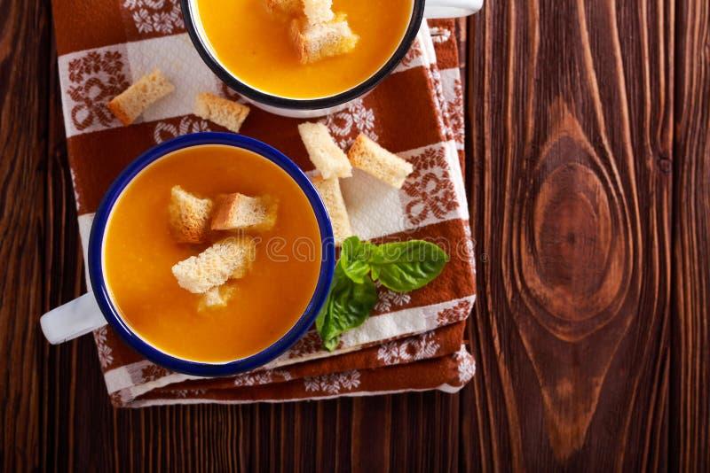 Sopa vegetal, feita da polpa de butternut e da couve-flor fotos de stock