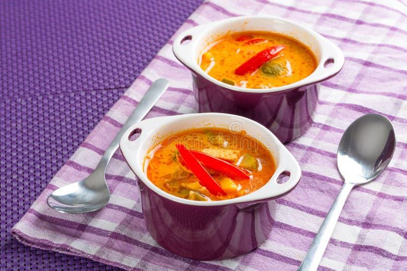 Sopa vermelha tailandesa do caril imagem de stock