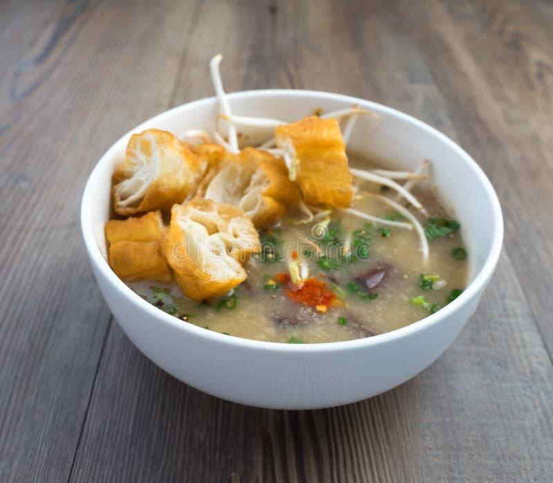 Sopa vietnamiana do órgão do porco ou sopa dos miúdos fotografia de stock