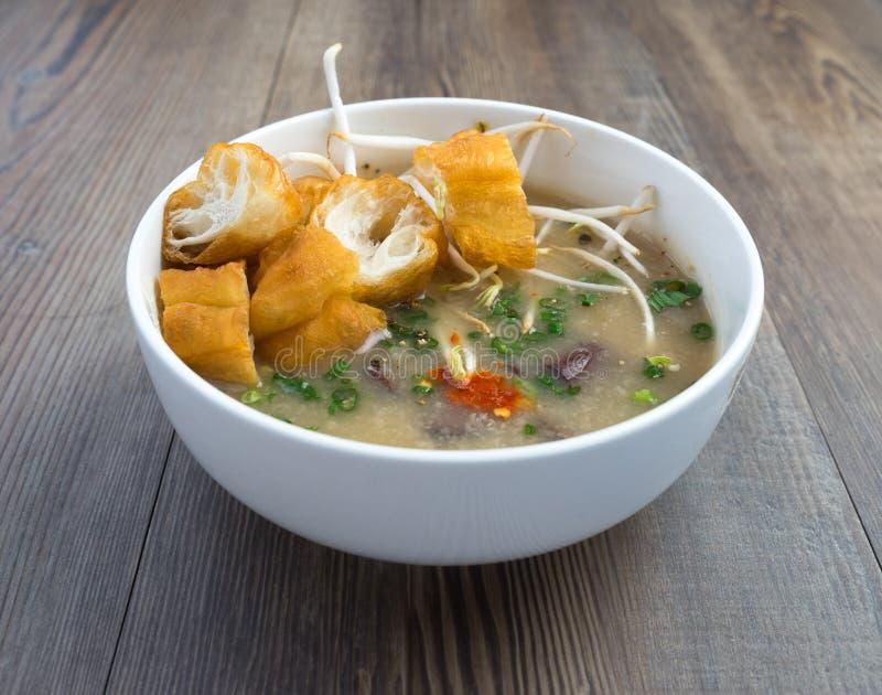 Sopa vietnamiana do órgão do porco ou sopa dos miúdos imagem de stock