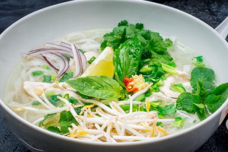 Sopa vietnamita Pho GA fotos de archivo