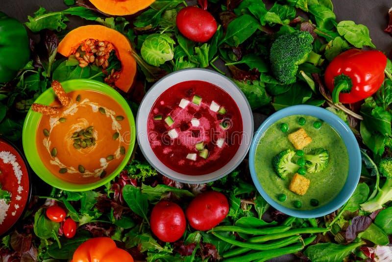 Sopas coloreadas multi de diversa crema vegetal del sistema foto de archivo