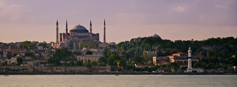 sophia di hagia di Costantinopoli e faro di ahirkapi fotografie stock