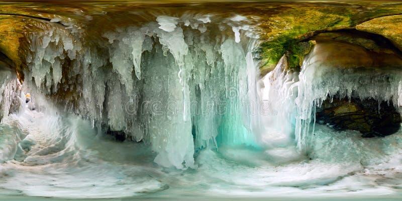 Sople w lodowej jamie Olkhon Wyspa jezioro Baikal Ba?cza?ci 360 180 vr panorama zdjęcia royalty free