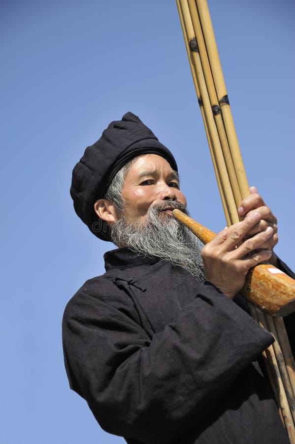 Soplo Lusheng, hombres de la nacionalidad de Miao fotos de archivo