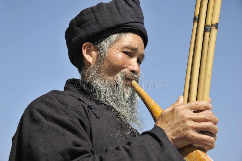 Soplo Lusheng, hombres de la nacionalidad de Miao imagen de archivo