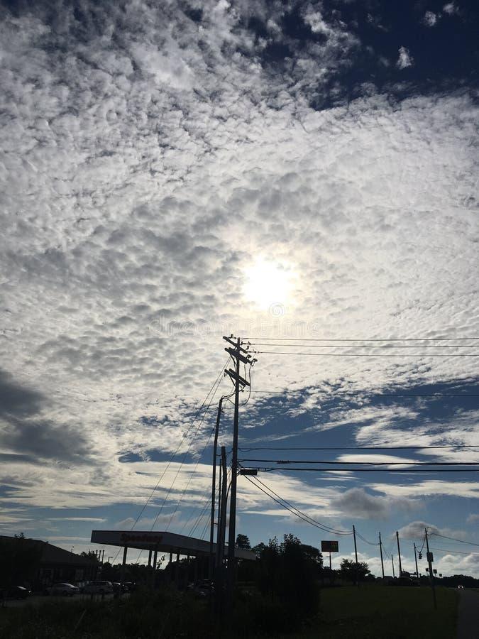 Soplos blancos de la nube que remolinan imagenes de archivo
