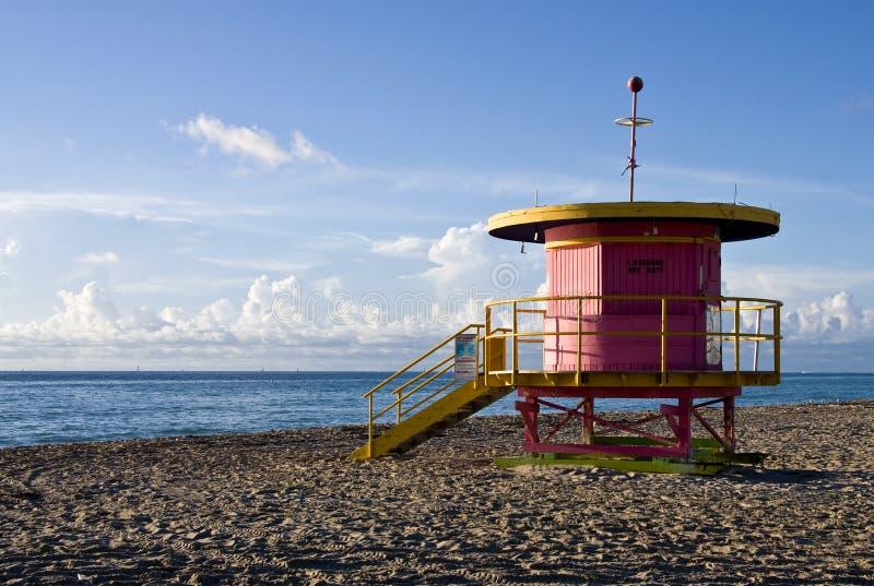 Soporte colorido del salvavidas, en playa del sur, Miami, F foto de archivo
