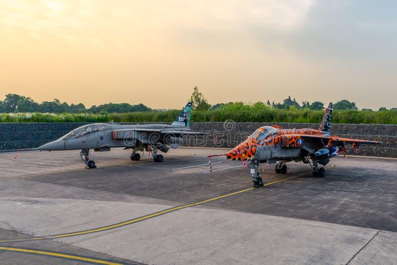 Soporte de dos jaguares de SEPECAT jubilado de servicio activo foto de archivo libre de regalías