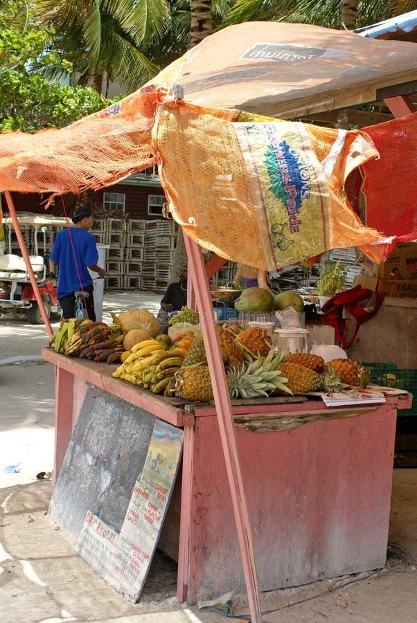 Soporte de fruta en el calafate de Caye foto de archivo