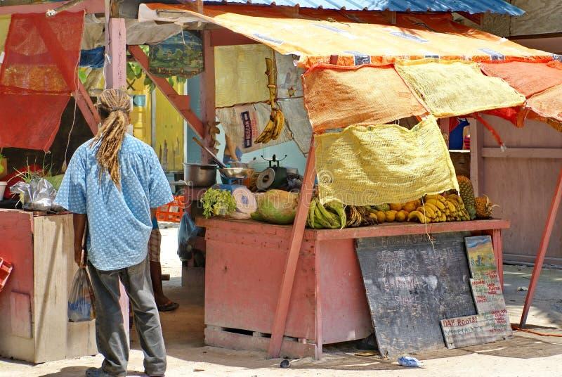 Soporte de fruta en el calafate de Caye fotos de archivo