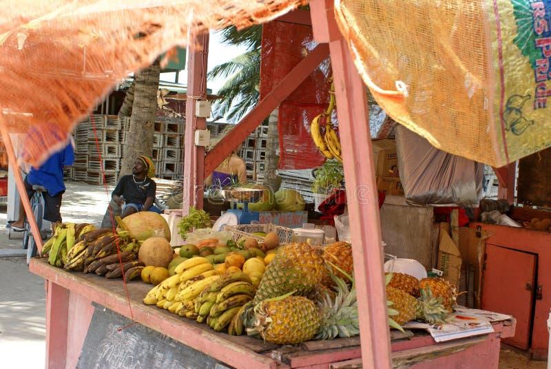 Soporte de fruta en el calafate de Caye imagenes de archivo